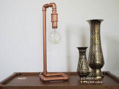 Luminária artesanal  Material : tubo de PVC pintado na cor cobre  Modelo: 52-ASP-cobre  Não acompanha Lâmpada