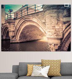 Een historische brug over de rivier in de oude Belgische stad Mechelen. De brug is gemaakt van stenen en dateert uit de Middeleeuwen. Canvas, Prints, Art, Tela, Art Background, Kunst, Canvases, Printmaking, Art Education
