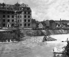 Einsturz der Prinzregentenbrücke in München am 15.09.1899 Timeline Classics/Timeline Images #1890ser #1890s #blackandwhitefotography #nostalgie #nostalgic #historisch #historical #vintage #retro #brücke #bridge #destruction #zerstörung #prinzregendenbrücke #münchen #munich #river #isar #fluss #stadt #city Louvre, Retro, Building, Travel, Vintage, City, Nostalgia, Viajes, Buildings