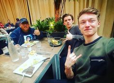 Tom Holland (personal photos + pictures with fans) Spider Man Homecoming 2017, Bound To You, Harrison Osterfield, Tom Holland Peter Parker, Tom Parker, Def Not, Men's Toms, British Actors, I Am Awesome