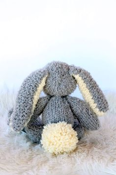Easter bunny knitted - Make a classic large fluffy bunny with this free knitting pattern.