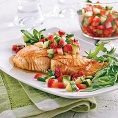 Saumon barbecue avec salsa de fraises, concombre et menthe - Recettes - Cuisine et nutrition - Pratico Pratique