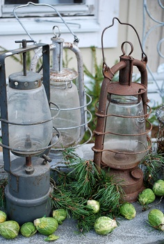 Antique lanterns~repurpose with solar lights! Use indoors or out! Old Lanterns, Antique Lanterns, Rustic Lanterns, Garden Lanterns, Metal Lanterns, Country Decor, Rustic Decor, Country Living, Home Fashion