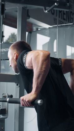 Working Chest and Tri's with Josh King 💪🏼 🔥 Who else loves Chest day? Gym Workouts For Men, Gym Workout Videos, Shred Fitness, Mens Fitness, High Intensity Training, Gym Video, Workout Essentials, Fitness Photoshoot, Workout Aesthetic