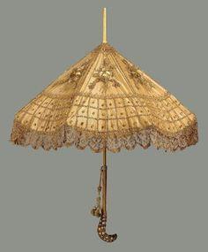 Parasol ca. 1900 via Museum of Fine Arts, Boston Jaijongrak love this umbrella : D Edwardian Fashion, Vintage Fashion, Edwardian Era, Victorian Era, Vintage Umbrella, Fancy Umbrella, Vintage Fans, Antique Fans, Umbrellas Parasols