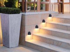 contemporary planters with square clipped box and lighting set between / End of front garden instead of Hortensia to hide fence and protect view from street? Or West terrace edge? Garden Paving, Garden Steps, Terrace Garden, Patio Steps, Small Terrace, Contemporary Garden Design, Landscape Design, Contemporary Planters, Contemporary Outdoor Lighting