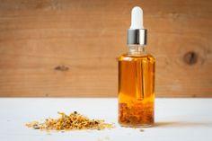 Výživný olej využijete na mytí těla, po koupeli i na obličej Drink Dispenser, Soap Dispenser, Body Care, Diy And Crafts, Food And Drink, Homemade, Drinks, Beauty, Natural