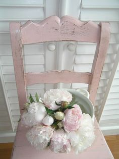 if I can't have a pink front door...I could at least have a pink chair :)