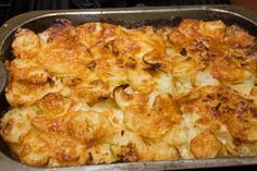 Creamy Au Gratin Potatoes #Recipe... Trying this tonight with no flour...
