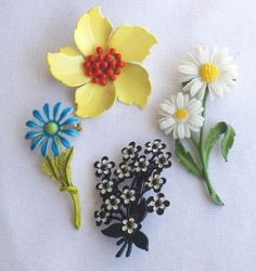 LOVE these vintage enamel pins- i have that daisy pin!