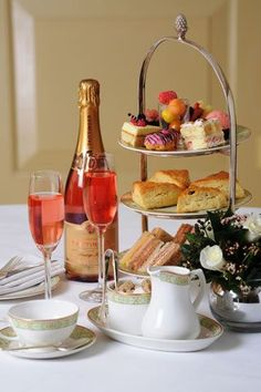 Champagne Rose Tea, an old English tradition. Now this could REALLY get my attention. Afternoon Tea Recipes, Afternoon Tea Parties, Brunch Mesa, Champagne Brunch, Rose Champagne, Tea Sandwiches, Rose Tea, Tea Art, My Tea