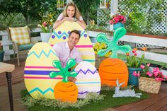 Paige Hemmis is getting ready for Easter with this fun and colorful DIY. decorating colorful DIY Outdoor Easter Decor - Home & Family - Video Easter Projects, Easter Crafts, Easter Ideas, Bunny Crafts, Spring Crafts, Holiday Crafts, Diy Osterschmuck, Diy Ostern, Diy Easter Decorations