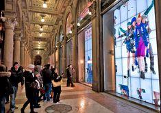 Benetton's Live Windows Interactive Storefront Wins APEX Award Digital Kiosk, Digital Retail, Digital Signage, Digital Wall, Experiential Marketing, Guerilla Marketing, Benetton, Out Of Home Advertising, Mall Facade