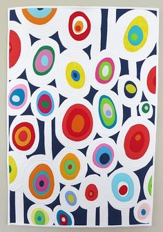 """Circle quilt how-to from Mamacjt; Buy a """"real"""" solid small quilt and attach to the top? Quilt Modernen, Circle Quilts, Ecole Art, Arte Pop, Art Abstrait, Kandinsky, Art Classroom, Quilting Tutorials, Art Auction"""