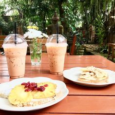 Thai chai latte and yummy toasts in a secret little spot in Chiang Mai.  Photo taken with an iPhone 6S during the GuideVenturous SE Asian Tour in January 2017.  #thailand #chiangmai #brunch #foodie #yummy #foodblogger #foodlover #instafood