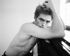 Robert Pattinson why couldnt his body look like this in twilight? Robert Pattinson Twilight, Twilight Edward, Twilight Saga, Christian Grey, Robert Downey Jr., Robert Douglas, Downey Junior, Celebrity Crush, Celebrity Photos