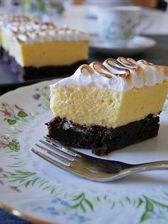 Licorice brownie with lemoncurd mousse Bagan, Best Dessert Recipes, Fun Desserts, Swedish Christmas Food, Party Sweets, Best Brownies, Swedish Recipes, Fancy Cakes, Baking Recipes