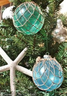 Glass Float Ornaments 2019 nautical sea-theme / starfish Christmas decor www. The post Glass Float Ornaments 2019 appeared first on Holiday ideas. Beach Christmas Trees, Coastal Christmas Decor, Nautical Christmas, Christmas Tree Themes, Noel Christmas, Winter Christmas, Holiday Decor, Coastal Decor, Homemade Christmas