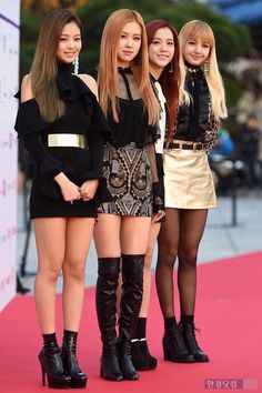 Blackpink in your area Blackpink Fashion, Asian Fashion, Womens Fashion, Kim Jennie, Kpop Girl Groups, Kpop Girls, Korean Beauty, Asian Beauty, Cute Rose