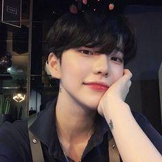 @1icentia • Instagram photos and videos Korean Boys Hot, Korean Boys Ulzzang, Korean Couple, Ulzzang Boy, Korean Men, Korean Girl, Cute Asian Guys, Asian Boys, Cute Guys