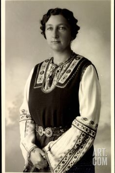 Foto Ak Prinzessin Eudoxia Von Bulgarien in Tracht Photographic Print at Art.co.uk