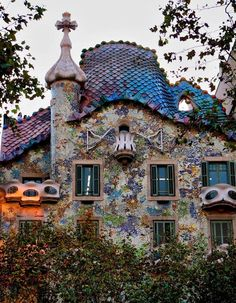 musee-hades:Gaudi and the Dragon in archetecture.   Barcelona?!