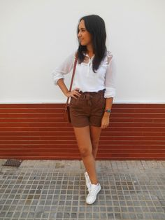 blogger, autumn, look, ootd, outfit, inspiration, girl, ideas, ante, short, shirt, white, brown, brunette, fashion, streetstyle