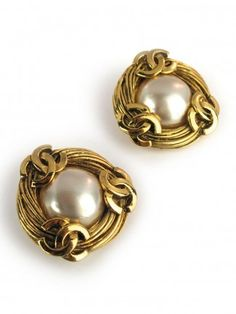 yes, please! Vintage Chanel Pearl CC Border Earrings
