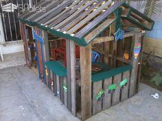 Casa De Niño Con Palettes / Kids Pallet Playhouse Fun Pallet Crafts for Kids Pallet Sheds, Pallet Cabins, Pallet Huts & Pallet Playhouses Pallet Kids, Pallet Dog Beds, Pallet Shed, Pallet House, Pallets Garden, Pallet Playhouse, Build A Playhouse, Childs Playhouse, Pallet Fort