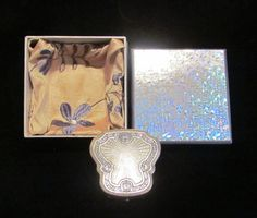 This is a gorgeous Karess Woodworth guilloche silver tone and enamel powder and rouge compact in a beautiful gift box. The compact is in great condition, with no serious damage; just some scuff Vintage Accessories, Vintage Jewelry, Vintage Items, Vintage Purses, Vintage Handbags, Men's Jewelry, Compact, Lipstick Case, Christmas Gift For You