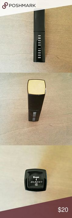 Bobbi intensive serum corrector in bisque Swatched once. The grown up version of the original corrector. Corrects under eye circles with a serum base. Great for dry or mature eyes. Bisque is,a peach color perfect for hiding dark spots, then apply concealer or foundation. Bobbi Brown Makeup Concealer