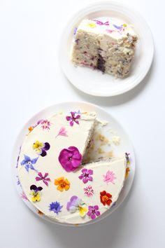 Edible flowers - Flowerfetti cake with a natural funfetti sponge http://www.twiggstudios.com/2015/08/flowerfetti-cake-with-a-natural-funfetti-sponge/