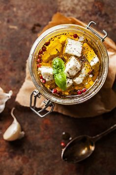 Marinated Feta in olive oil Olives, Plat Vegan, Cooking Photos, Food Fantasy, How To Cook Eggs, Light Recipes, Food Plating, No Cook Meals, Soul Food