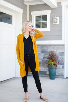 The Sweater that you Need for Fall: Comfy and Cozy Cardigan! Long boyfriend cardigan sweater for fall Mustard Cardigan Outfit, Yellow Cardigan Outfits, Mustard Yellow Cardigan, Long Cardigan, Sweater Cardigan, Casual Fall Outfits, Mom Outfits, Winter Outfits, Sexy Lingerie