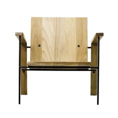 Dimensões : 70cm x 66cm x 32cm ( média altura assento)   Materiais: madeira maciça envernizada e barras circulares maciças diâmetro 120mm com pintura eletrostática ou tubo aço inox diametro 125mm.   Poltrona para uso geral Para uso em áreas internas as partes em madeira, braço e encosto,  podem ser construídas em Tauari ou Cedro. Os pés são construídos com barras de aço e pintura eletrostática em preto.     FINALISTA 27° PRÊMIO DESIGN MCB                          (MUSEU DA CASA BRASILEIRA)