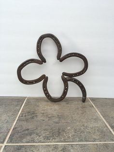 This is a handmade 4 leaf clover made from horseshoes. Item has been made and welded by me. Horseshoes were used and recycled into art. For $3