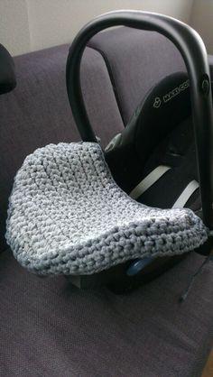 Gehaakt Maxi Cosi hoes (crocheted Maxi Cosi cover)