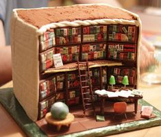 Look: we don't know who made this library cake. We don't know why they made this library cake. But we're really, really gosh-darn pl. Bolo Harry Potter, Gateau Harry Potter, Beautiful Cakes, Amazing Cakes, Library Cake, Cake Paris, 21st Cake, Create A Cake, Book Cakes