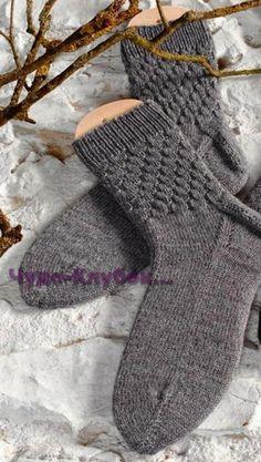 фото Мужские носки со структурным узором вязаные спицами 60 Crochet Socks, Knitting Socks, Knit Crochet, Mitten Gloves, Mittens, Cozy Socks, Ladies Gents, Winter Sports, Fingerless Gloves