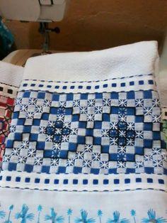 Bordado em tecido xadrez -  Amostra/Pano de prato (Detalhes sobre o bordado... Visitar)