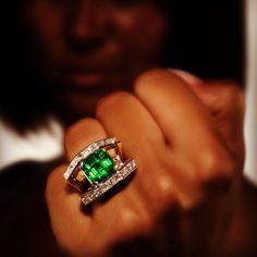 Scavia #jewelry #ring #gold #diamonds #emerald