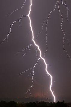 A downward lightning negative ground flash captured at 7,207 images per second.