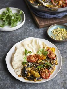 A delicious vegetarian rogan josh recipe from Jamie Oliver. Just a handful of ingredients is all it takes to rustle up the most beautiful vegetable curry. Tasty Vegetarian Recipes, Best Vegan Recipes, Paleo, Curry Recipes, Vegetable Recipes, Healthy Recipes, Rogan Josh, Jamie Oliver Vegetable Curry, Olivers Vegetables