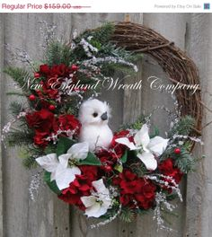 Christmas Wreath Holiday Wreath Owl Woodland by NewEnglandWreath - Decorar com folhas só metade da guirlanda fica fofo! Elegant Christmas, Noel Christmas, Primitive Christmas, Rustic Christmas, Christmas Crafts, Grapevine Christmas, Etsy Christmas, Beautiful Christmas, Poinsettia Wreath