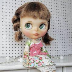 Aquí está Natalia presumiendo sus nuevos ojitos realistas. Se ve tiernísima!!  (1er par del premio @puppelina_) __________________________ #Sonydolls #blythedoll #custombysony #customblythe #blythe #dollphotography #blytheaday #picoftheday #dolls #muñeca #lips #handmade #braids #babyface #greeneyes #poupée #instablythe #blythestagram #dollstagram #toystagram #dollmaker #dollcollector #dollartist #dollartistry #puppelina #winner #summer #toys #ilovemyjob #Natalia