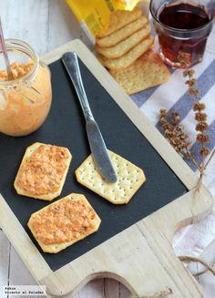 Aperitivo sencillo y rápido para untar. Paté suave de chorizo o untable de chorizo y queso. Con fotos paso a paso de su elaboración y...