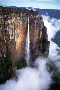 Mount Roraima, Venezuela - From UP! Monte Roraima, Famous Waterfalls, Beautiful Waterfalls, Angel Falls Venezuela, Places Around The World, Around The Worlds, Beautiful World, Beautiful Places, Amazing Places