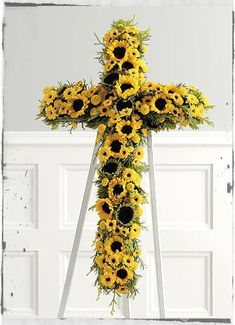 Looking for flower crosses or a funeral flower cross? Honor those you lost with a beautiful sympathy floral cross arrangement. We specialize in creating traditional flower cross arrangements for funeral, memorial, church services and the home. Grave Flowers, Cemetery Flowers, Church Flowers, Funeral Flowers, Arrangements Funéraires, Funeral Floral Arrangements, Sunflower Arrangements, Remembrance Flowers, Memorial Flowers