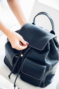 Miti Shoes Preview 16. [mochila preta de couro, black backpack]. #mitishoes #amsterdamstyle