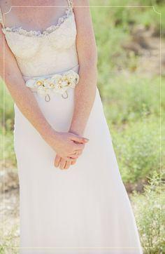 www.urbanbrides.co.il  מירי ועידן, 21.5.12 | חתונות אורבניות  צילום: דויד סקורי  #urban brides #wedding #bride #make up #hair #wedding gown #flowers #lace